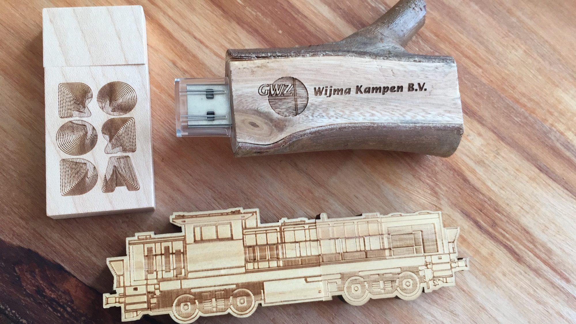 Voorbeeld hout gegraveerde USB sticks